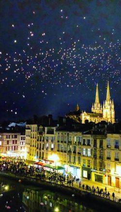 Lâcher de lanternes dans Bayonne le soir du 24 décembre 2017